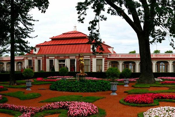 Сад у дворца Монплезир