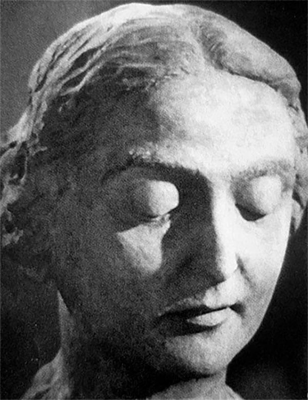 Созданный Вициным скульптурный портрет Надежды Тополевой