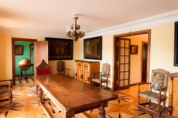 """Во дворце """"Марли"""" любопытные экспонаты петровской эпохи"""