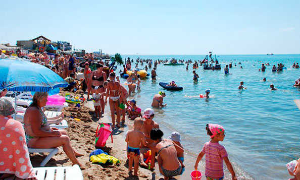 """На пляже """"Оазис"""" в Евпатории"""