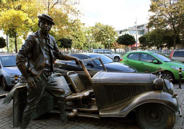 Памятник актеру на Цветном бульваре