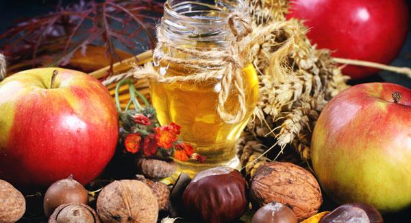 Яблоки, орехи и мед объединены традициями празднования Спаса