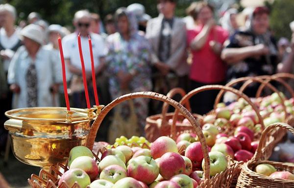 На праздник Спаса яблоки освящают и сегодня