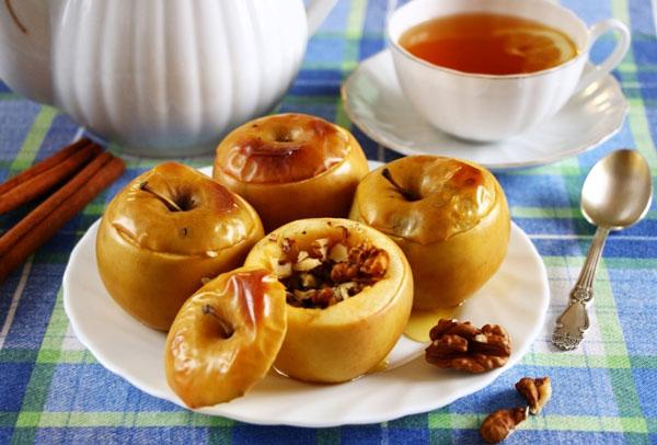 С медом и орехами яблоки хороши