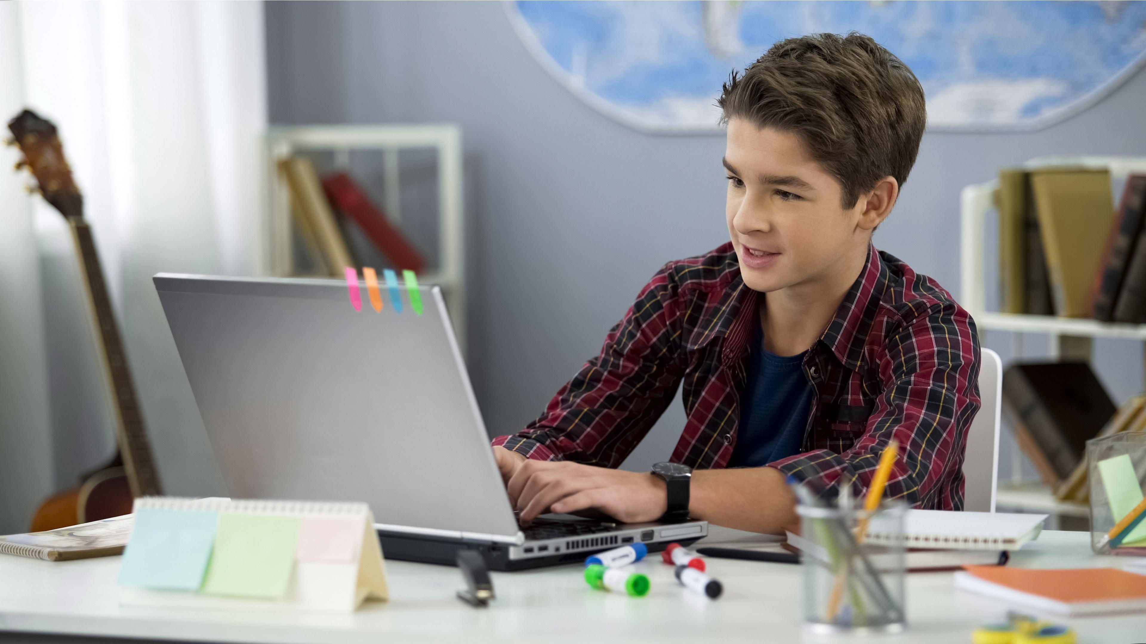Без ноутбука либо планшета в средних классах не обойтись