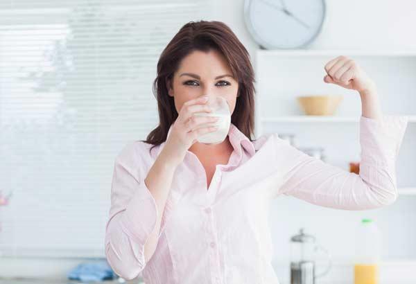Молоко восстанавливает мышечную массу.